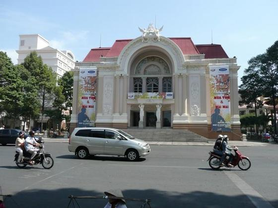 3931827-Municipal_Theatre-Ho_Chi_Minh_City